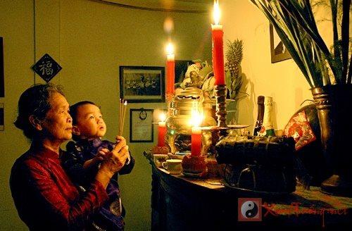 Văn khấn gia thần ngày Rằm cầu bình an cho gia đình