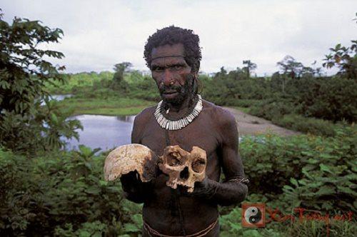 Những bộ tộc ăn thịt người gây chấn động thế giới