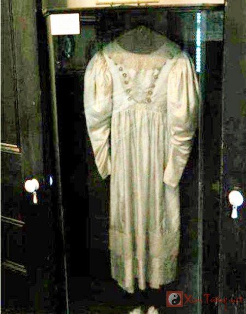 Chiếc váy cưới bị quỷ ám