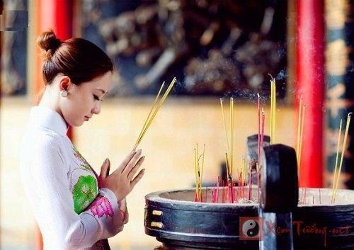 Điều dễ phạm phải khi đi đền chùa đầu năm