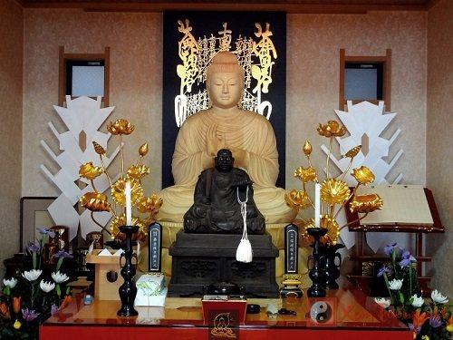 Tư vấn: Giải đáp những thắc mắc về nguyên tắc thờ Phật tại gia