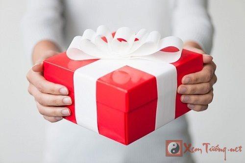 Những món quà không nên tặng kẻo rước xui vào người