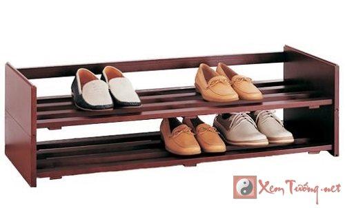 Nhìn kệ giày dự đoán tình cảm vợ chồng