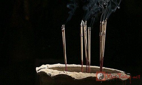 Văn hóa dâng hương trong đời sống người Việt