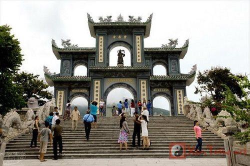 Chùa Linh Ứng có tượng Phật phát quang linh thiêng huyền bí