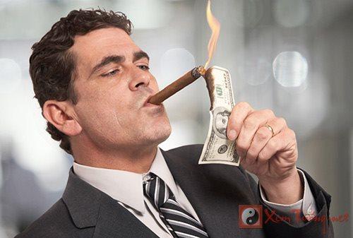 Tướng đàn ông giàu sang trời định, muốn nghèo cũng khó