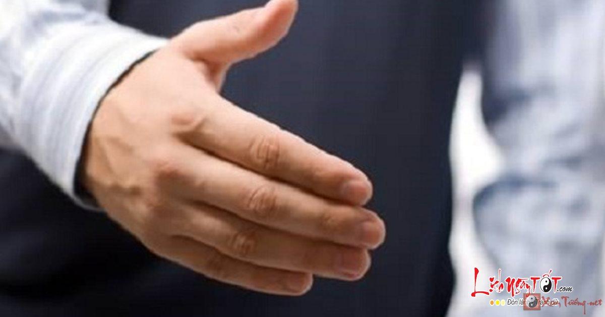 Xem tay đại gia khác gì tay người thường?