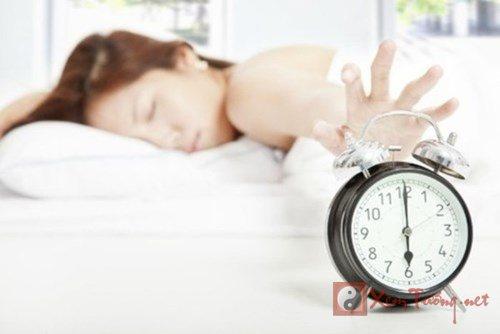 Những thói quen buổi sáng đang làm giảm tuổi thọ của bạn.