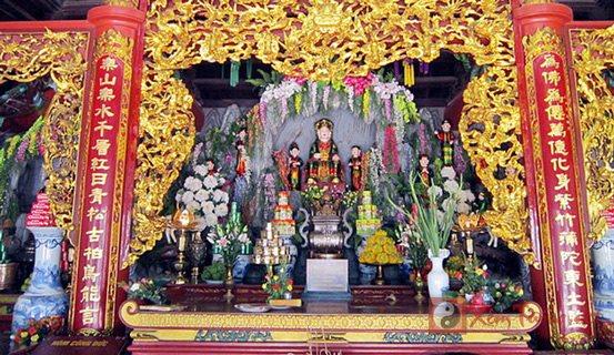 Đầu năm xin lộc cầu tài ở những đền chùa nào thiêng