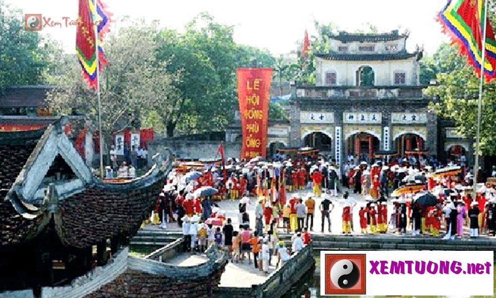 Lễ hội tiêu biểu diễn ra trong ngày 12 tháng 10 âm lịch - Hội Tứ liên