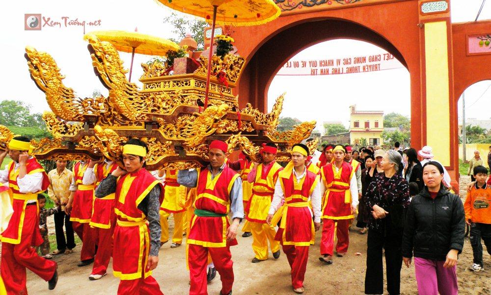 Lễ hội tiêu biểu diễn ra trong ngày 4 tháng 6 âm lịch - Hội Nam Trì